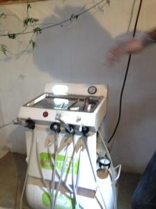 Bohrmaschine in der Zahnklinik