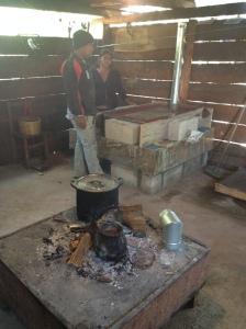 Uebergangszeit... noch kann sich keiner von der alten Feuerstelle trennen ;-)