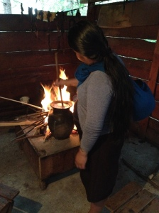 Tontopf am Feuer