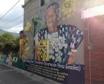 """Wandbild der beruehmten Dorfhebamme deren Sohn das Hotel """"Paraíso"""" fuehrt in dem ich wohnte"""