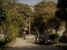 Autowäsche auf dem Friedhof