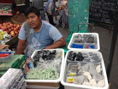 Coca-Verkäufer auf dem Markt in Jujuy