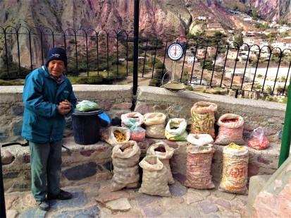 Zweimal in der Woche verkauft der Bauer in Iruya seine Kartoffeln